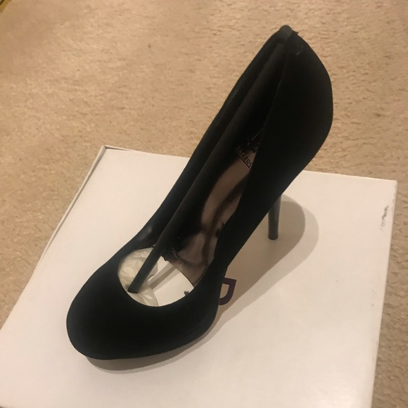 Bakers Shoes - Brand new never worn 6.5 4 inch black heels